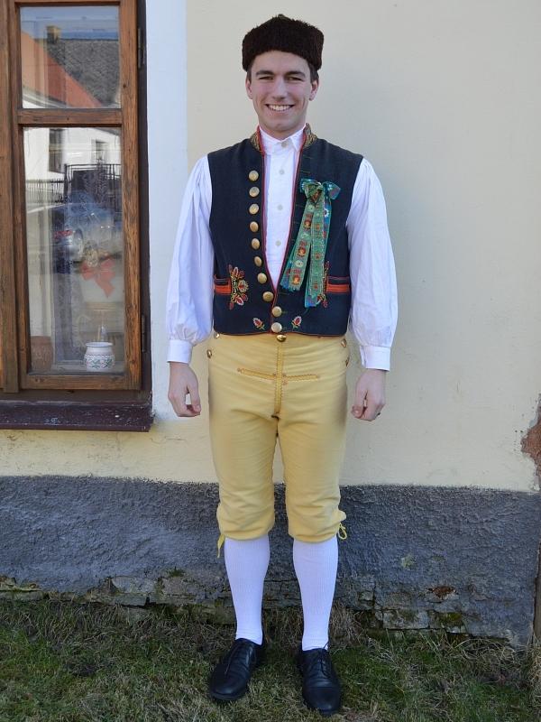 28595ab0335 Kroj s vestou (Kroj)   chodsko.net   kulturní události